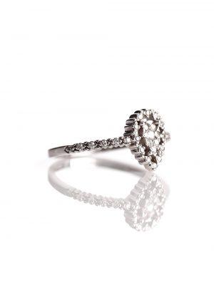 Anel solitário, confeccionado em ouro branco 18k com 7,5 pontos de diamantes