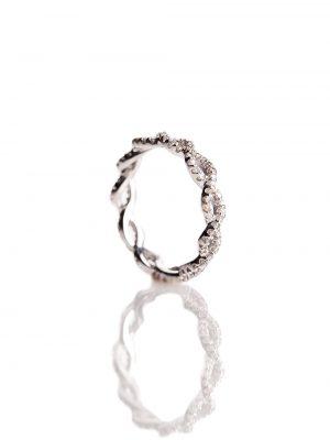 Anel tranca, confeccionado em ouro branco 18k com 29,5 pontos de diamantes