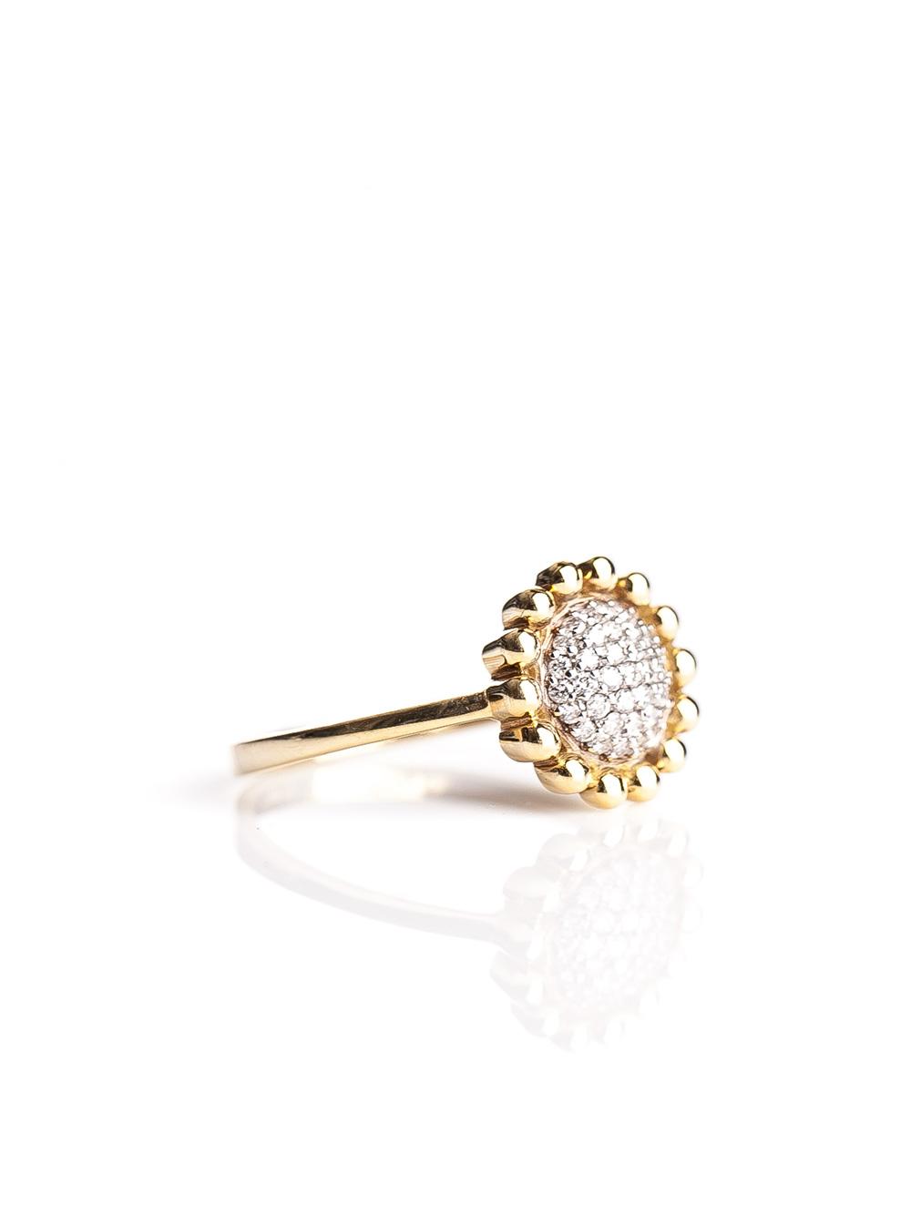 Anel solitário flor, confeccionado em ouro amarelo 18k com diamantes