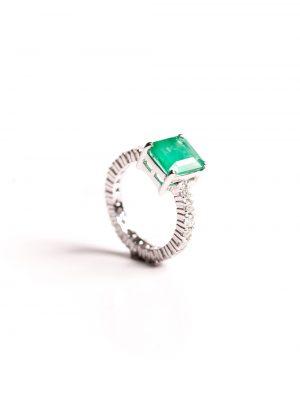 Anel quadrado em ouro branco 18k com diamantes e pedras brasileiras