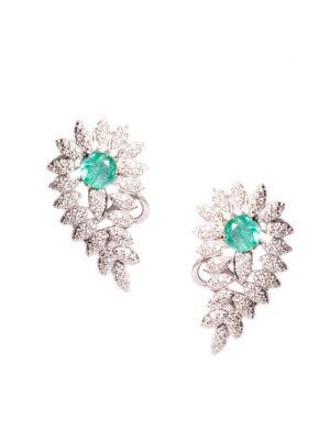 Brinco Ear Cuff asa em ouro branco 18k com 115 pontos de diamantes e esmeralda